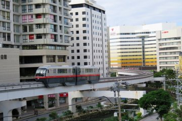 Nahana Hotel is easily accessed from the airport by monorail