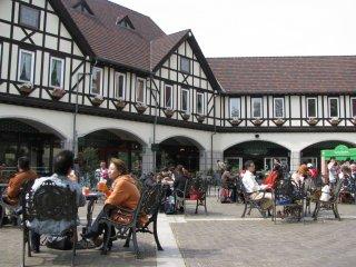 Restaurants at the upper station