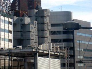 Ce bâtiment cool est en fait la Nakagin Capsule Tower