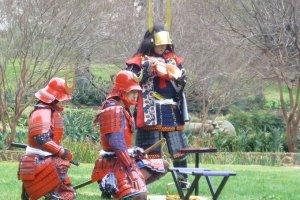 Des samouraïs en armure