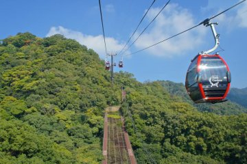 <p>Shin-Kobe Ropeway and its newly installed red cabins</p>