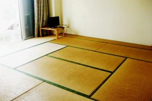 Southern Cross in Aharen Tokashiki-son Island has simple tatami rooms
