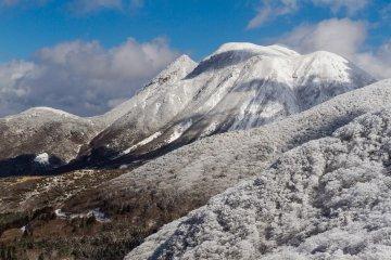 ภูเขามิมะตะปกคลุมด้วยหิมะ