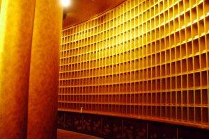 Tầng ba: Thế giới bảo tồn hoa sen với 3300 pho tượng Phật bằng vàng