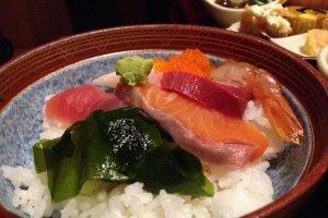 Eating Kaisen along the Udatsu of Mino