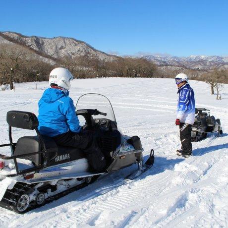 Xe tuyết tại trang trại Ozasa