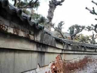 Этот район выделяется из-за многочисленных красных кирпичных стен.