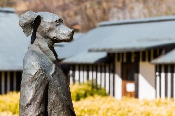 The famous standing dog statue at Ramune Onsen