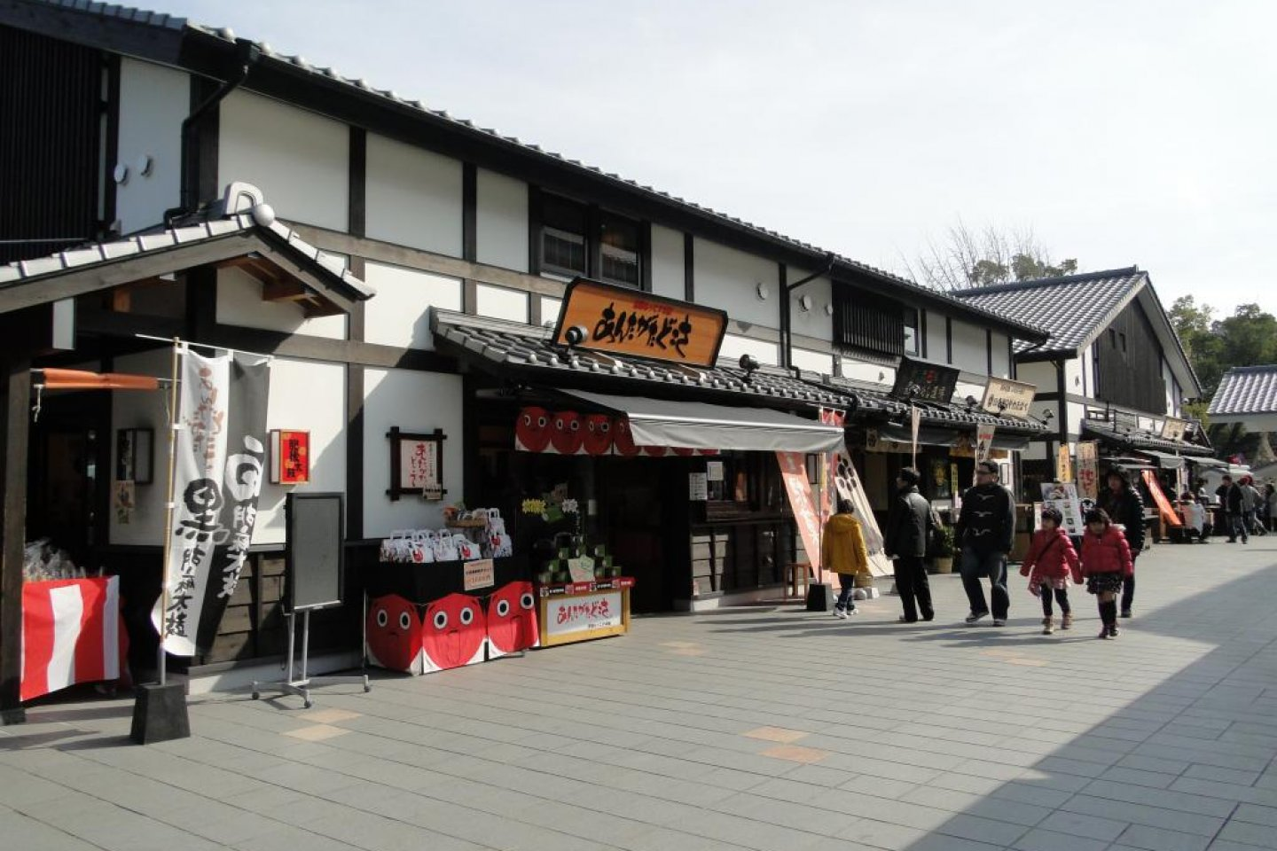 The shops of Sakura-no-baba Josaien