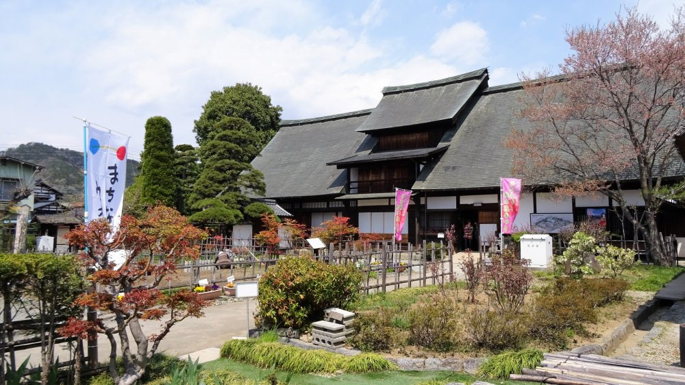 ตัวบ้านคันโซะ ยะชิคิ (Kanzo Yashiki) ซึ่งเป็นดาวเด่น เป็นบ้านเก่าแก่อายุ 240 ปี หลังใหญ่ ภายในได้รับการอนุรักษ์ไว้เป็นอย่างดี