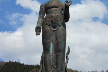 Статуя Каннон