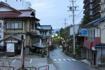 В любое время дня городок очень тихий и пустынный