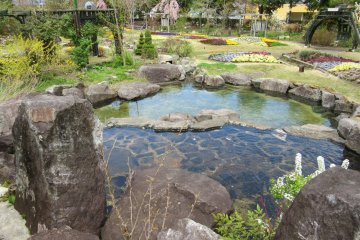Цветочный парк Обусэ находится недалеко, и его стоит посетить