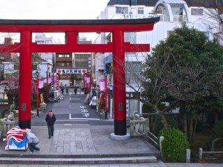 Kameido Shrine entrance