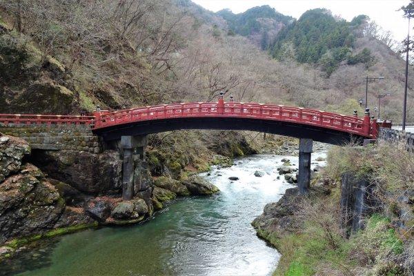 สะพานชินเกียว สะพานศักดิ์สิทธิ์ ที่สร้างขึ้นเพื่อทอดข้ามแม่น้ำไดยะ (Daiya) ไปสู่ศาลเจ้าฟุทะอะระซาน (Futaarasan)