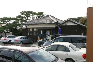 The full carpark in front of the Osatsu Ama san museum