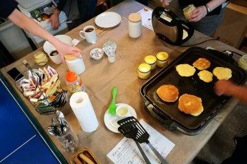 อาหารเช้าเป็นแพนเค้กที่แขกสามารถทำเอง