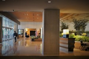 ล็อบบี้อันกว้างขวางของโรงแรม