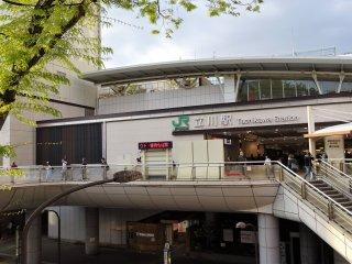 ด้านหน้าของสถานีทะชิคะวะ