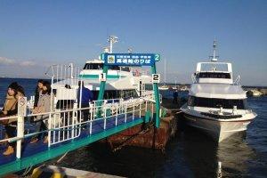 Himakajima berjarak 15 menit naik kapal feri dari Pelabuhan Kowa