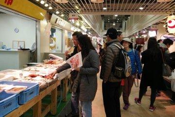 ช้อป ชิม ชิล ที่ตลาดปลาซึตกิจิ