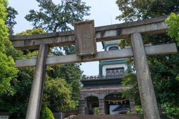 Oyama Shrine, dedicated to the former Maeda clan leader