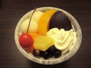 Десерт с фруктами