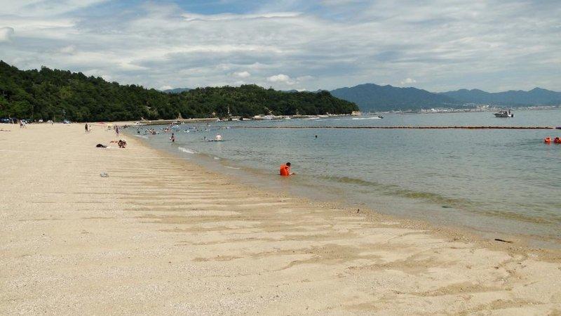 tsutsumigaura beach in summer