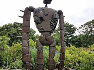 Robot (หุ่นยนต์) จาก Laputa : Castle In The Sky รอคุณอยู่บนชั้นดาดฟ้าของพิพิธภัณฑ์จิบลิ (Ghibli Museum)
