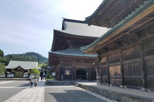 อาคารไม้หลังถัดมานั้นจัดว่าเป็นอาคารไม้ที่ใหญ่ที่สุดในภาคตะวันออกของญี่ปุ่น