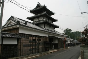 The Taikomon gives the temple a castle like appearance.