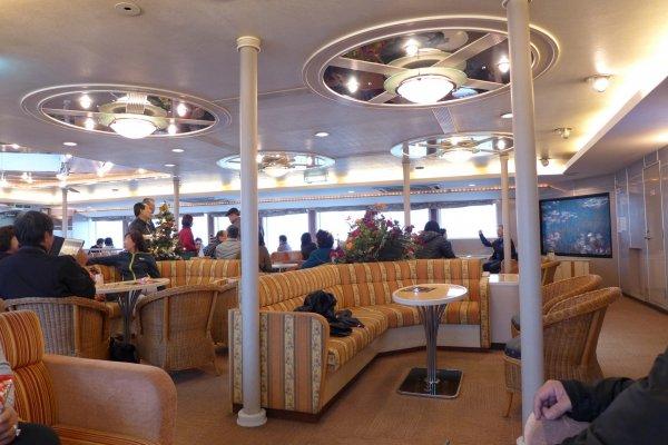 สบายๆ ที่ชั้นบนของเรือเฟอรี่