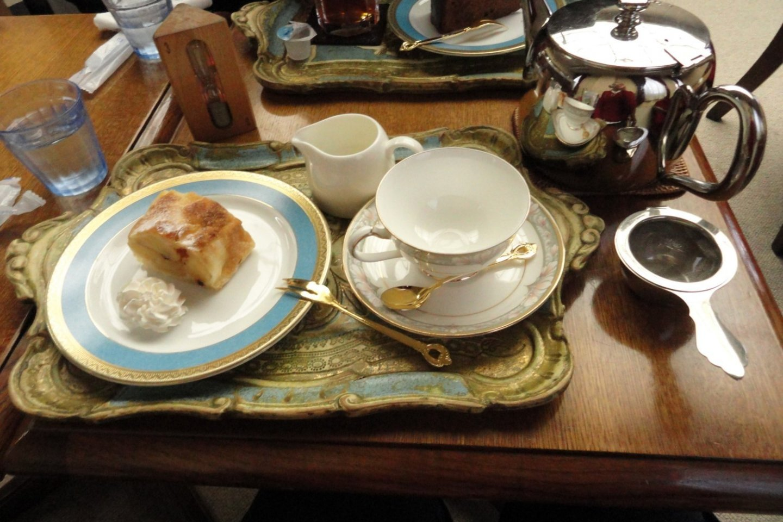 Tomar chá de estilo inglês ou de estilo japonês? Em Kobe não tem de escolher! As cafetarias oferecem-se um estilo de fusão, com as melhores folhas de chá do Japão e as suas incríveis pastelarias frescas, em serviços de chá que rivalizam com um palácio europeu. Aqui, na cafetaria do Museu Municipal de Kobe.