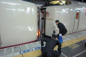 Coupling Cars at Okayama Station on the Takamatsu to Tokyo train via Osaka Kyoto Nagoya