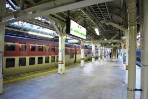 The Sunrise Seto at its final stop at Tokyo Station having left Takamatsu via Okayama Kobe Osaka Kyoto Nagoya and Yokohama