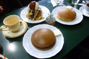 ココア、チョコバナナ、プレーン、何種類もある三愛ホットケーキ