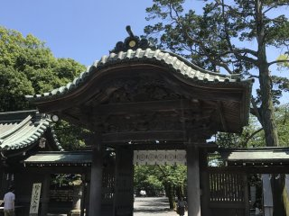 Belo portão no santuário