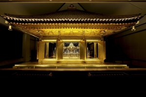 Bên trong đền Chusonji - Hiraizumi