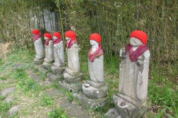 Маленькое кладбище в Обусее