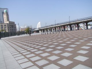 A view of the promenade from below, in Zonohana Park