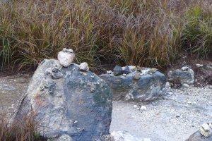 เอ๊ะ ใครเอาหินเล็กไปตั้งไว้บนหินใหญ่