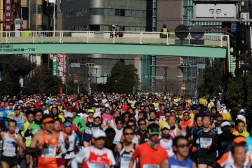 ... seems to be endless—35,000 runners!