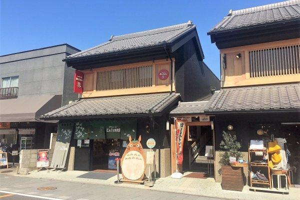 ถนนคุระซุคุริ (Kurazukuri) มีร้านค้าน่าช้อปอยู่มากมาย