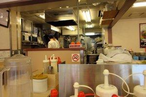 Вид на кухню открыт