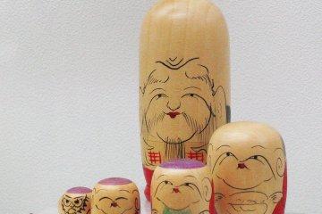 Счи-фуку-дзин - складная кукла, прототип матрёшки
