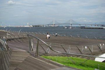 Вид на пирс и мост