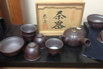 Banko wares' distinct dark brown color is admired by Tea Ceremony practitioners