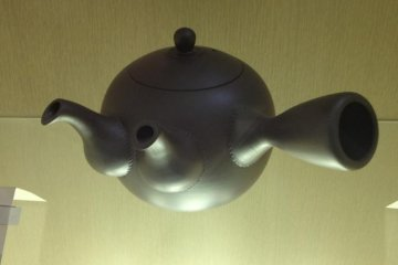 A Bankoyaki twin spout green tea pot