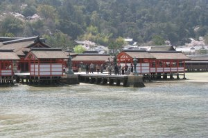 Вид храма Ицукусима с парома