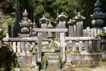 코야산의 오쿠노인 묘지